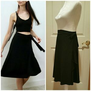 Tailor b.moss black stretchy wrap skirt. Size Med.